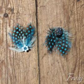 Clipsuri pantofi din pene cu buline albastre