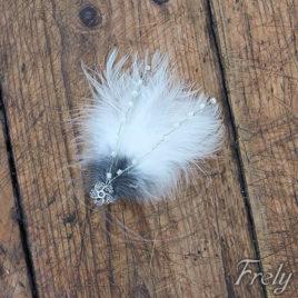 Clama de par din pene alb-negru pufoase